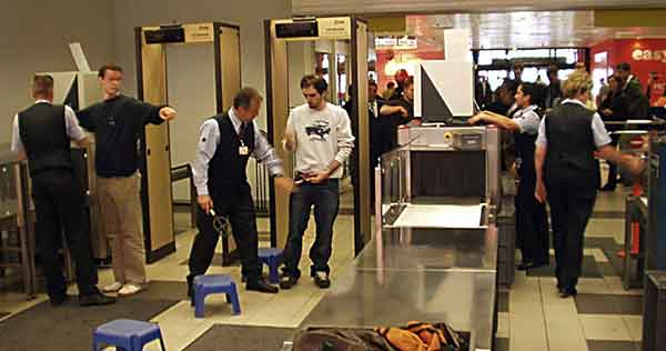 地铁里安装安检门究竟有没有必要