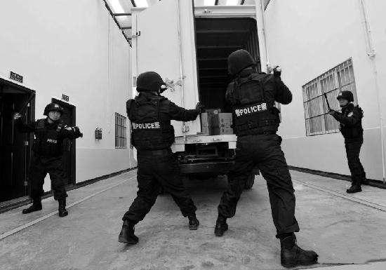 成都监狱提升配置  生命探测仪显神威