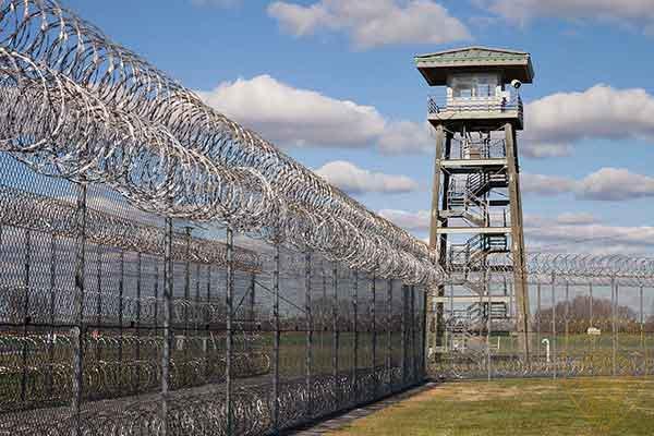 监狱屏蔽器终结监狱非法使用电话